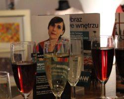 wernisaż Małgorzata Walisiak sztuka, wino i sukienki
