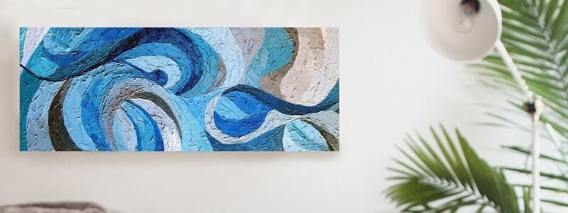szaroniebieski obraz w stylu hampton