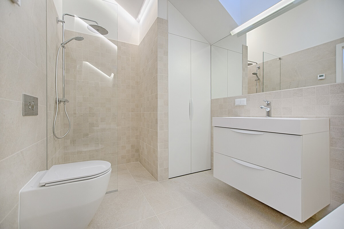 płytki do łazienki - pełna płytka w narożnikach