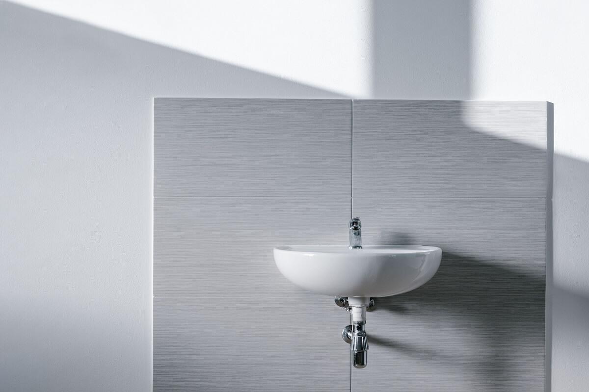 jak obliczyć pytki do łazienki?