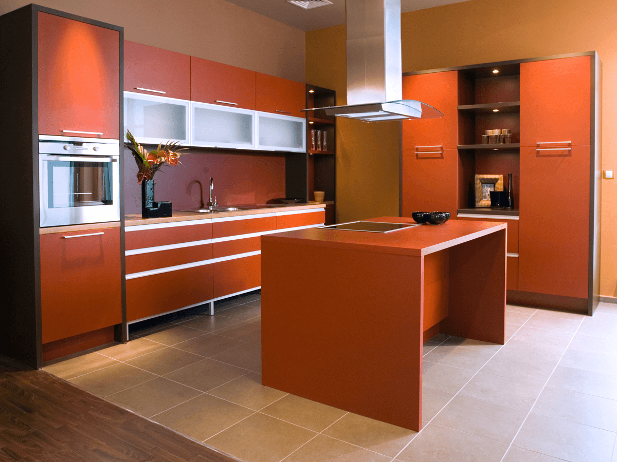 Łączenie dwóch typów posadzki w aneksie kuchennym i salonie